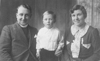 Rev. Albert Leslie Smith with Dennis and Violet.